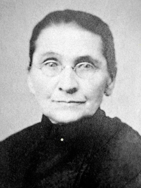 Portrait of Henrietta (Krosch) Treutel, taken about 1906 in Nekoosa, Wisconsin.
