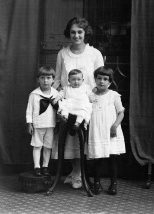 Ruby Treutel with her siblings Marvin, Elaine and Nina, circa 1921.