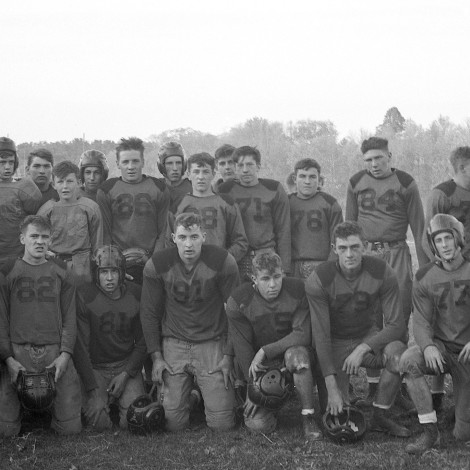 Dave Hanneman can be seen in the last row at left, second in from Coach McKenzie. Bob Jagoe is on his left. Front and center (91) is Dick Hale.