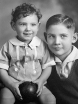 David D. Hanneman and older brother Donn G. Hanneman, circa 1935. Read more about the photo: http://wp.me/p4FxQb-v7