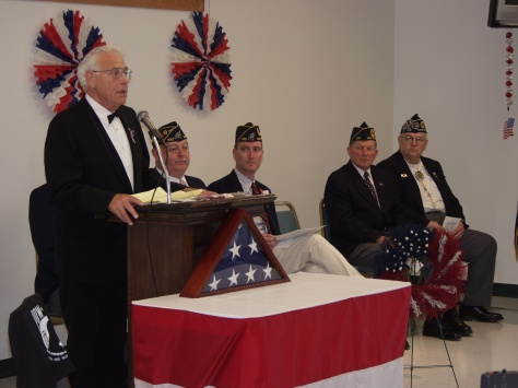 Mayor Hanneman Speaks at a veterans' event.