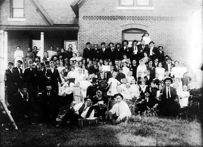 Wedding Wednesday: Big 1913 Wisconsin Party