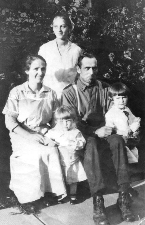 The uncropped version of the photo shows Ruby V. Treutel standing at rear. Mary and Walter Treutel are seated. In front are Marvin and Nina Treutel.