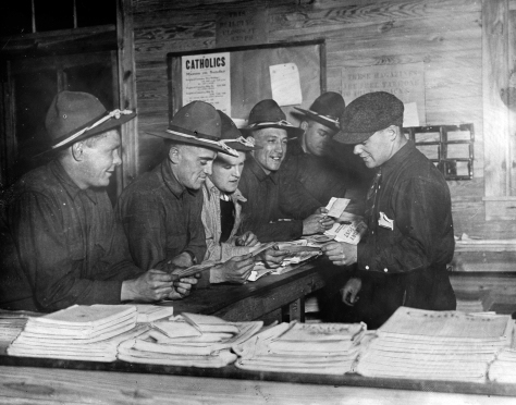 Soldiers take advantage of free newspapers, candies and other personal items at a WWI Knights of Columbus hut. (Library of Congress)