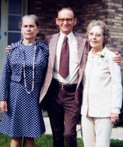 Marvin Treutel with sisters Nina Wilson (left) and Ruby V. Hanneman in July 1975.