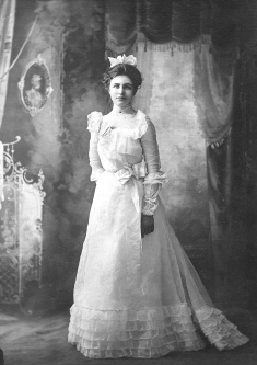 Lusetta Louise Krosch (1881-1970) on her wedding day in September 1909.